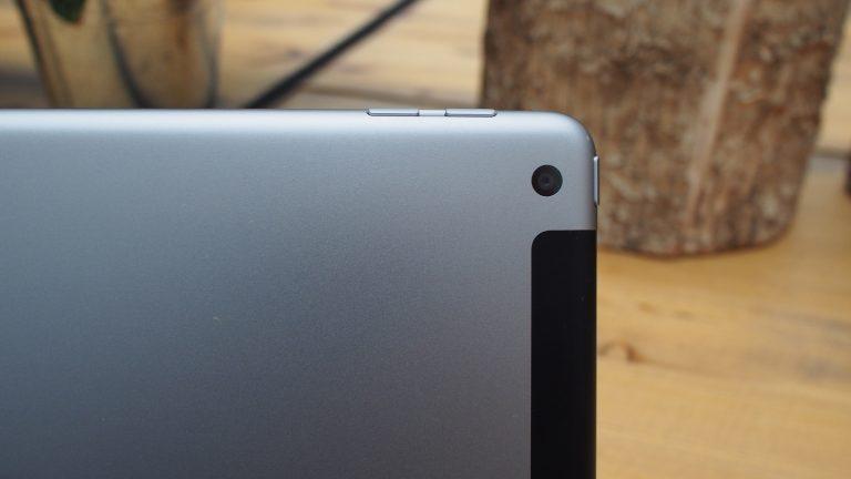 دوربین Apple iPad 9.7 inch (2018) 4G